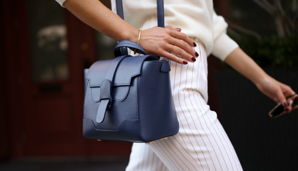 should-i-buy-a-bag-with-straps-for-the-office